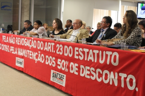Imagem da audiência pública no Senado.  Fonte: http://goo.gl/yaGHq